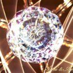シャンデリアのクリスタルと光のグラフィック画像