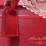 赤いヴィトンのバッグ