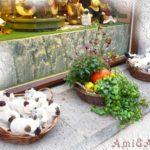 ドイツのおもちゃ専門店の玄関に飾ってある猫と犬のぬいぐるみ