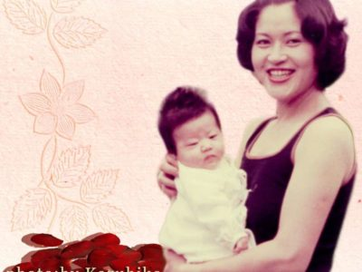 赤ちゃんを抱いた美しい母親