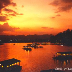 夕焼けに染まる三隈川