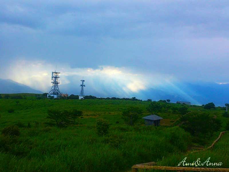 長野県の高ボッチ高原の高台から撮影した薄明光線
