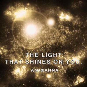 ホタルの光をイメージした宇宙のグラフィック画像