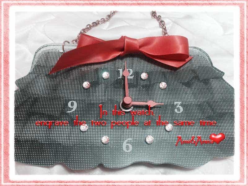 赤いリボンとダイアの置き時計
