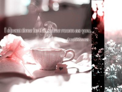 テーブルの上にあるコーヒーカップ
