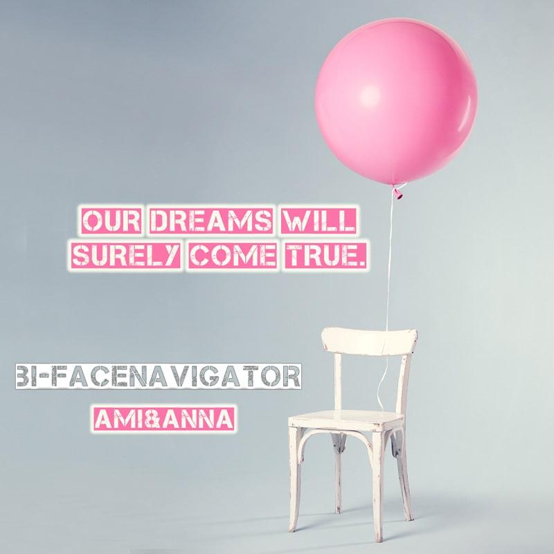 椅子に結んだピンクの風船