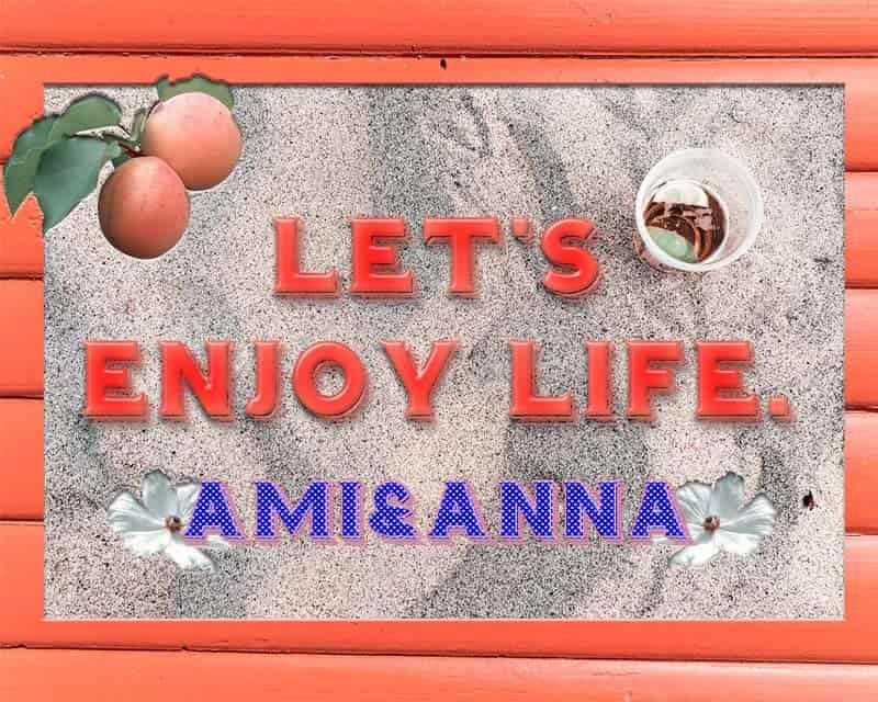 Let's enjoy lifeと書いた砂浜が背景のオレンジ色のテキストエフェクト