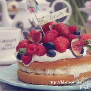 生クリームと苺のケーキ