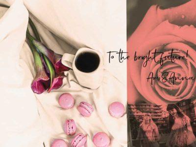 シーツの上にコーヒーとマカロンと花が置いてある写真に赤い薔薇の花を合成したグラフック画像