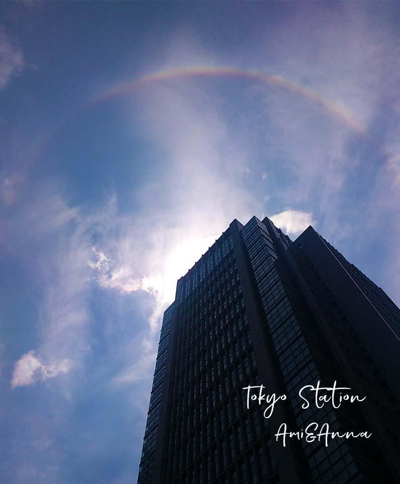 東京駅の近隣のビルを囲っている日暈