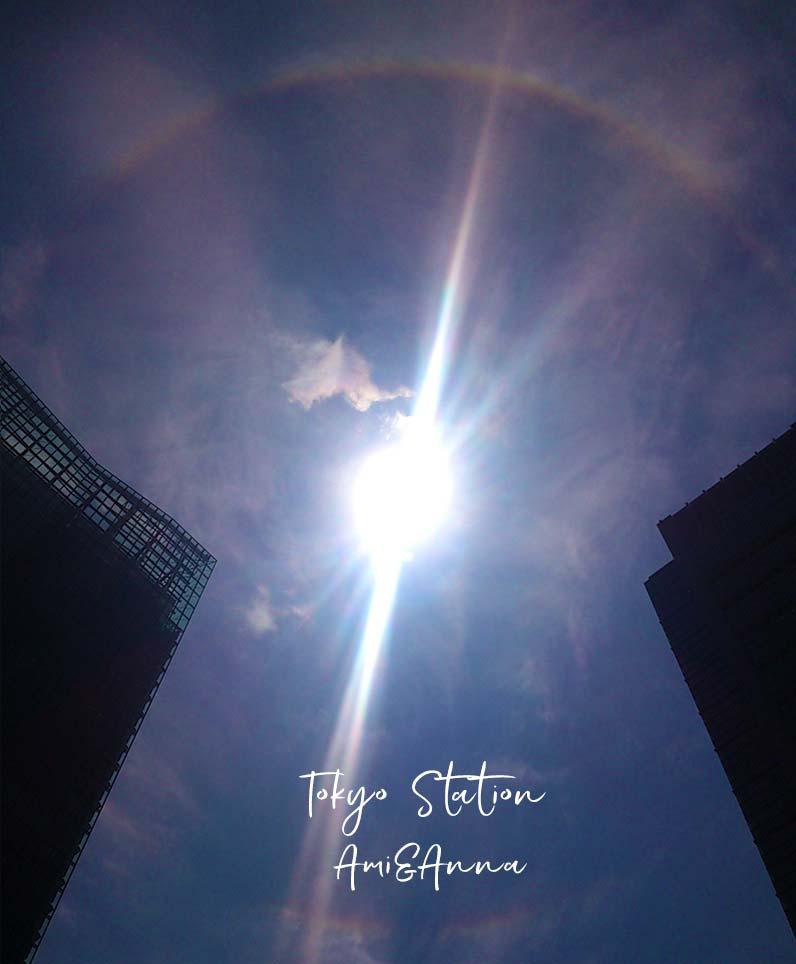 東京駅の近隣のビルの合間にでた日暈