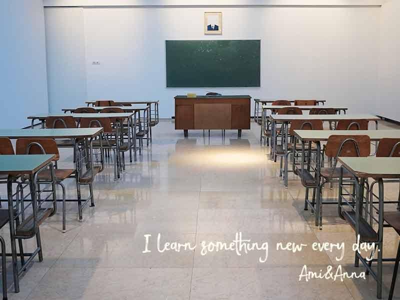 誰も居ない学校の教室