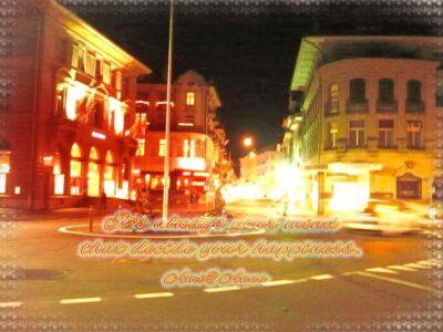 フランスの夜の街と光の合成画像