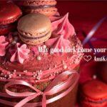 ピンクのケーキとマカロン